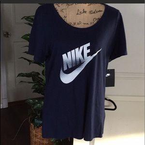 Nike Navy NWT T-shirt w Swoosh Large